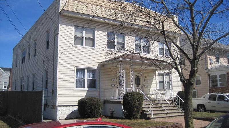 Maison avec plusieurs logements pour l Vente à 434 BROOK Street Linden, New Jersey 07036 États-Unis