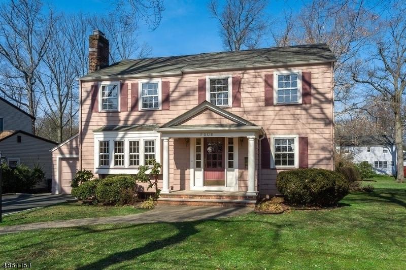 Villa per Vendita alle ore 4 MAKATOM Drive Cranford, New Jersey 07016 Stati Uniti