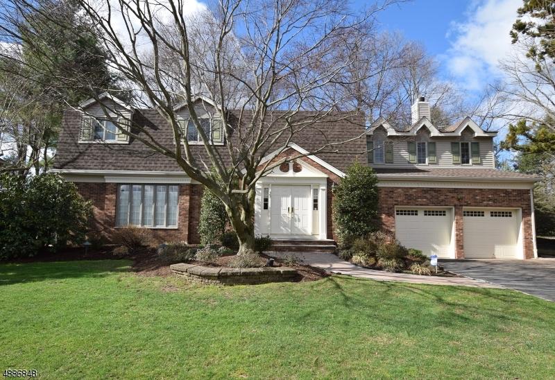 Частный односемейный дом для того Продажа на 560 ASHWOOD Road Springfield, Нью-Джерси 07081 Соединенные Штаты