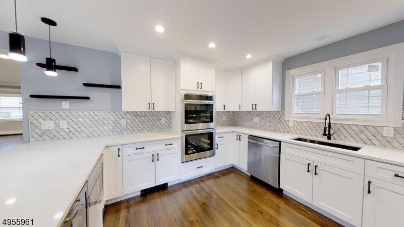 Single Family Homes para Venda às Union, Nova Jersey 07083 Estados Unidos