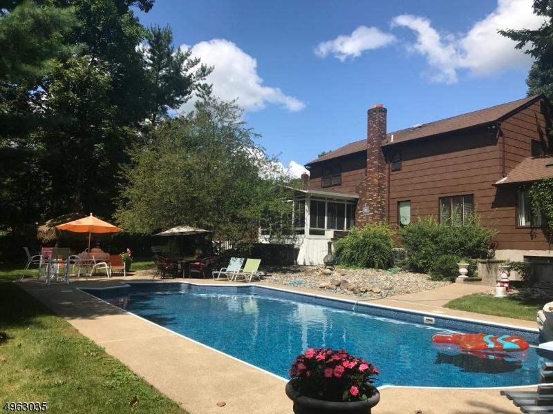 Single Family Homes 为 销售 在 Hanover, 新泽西州 07950 美国