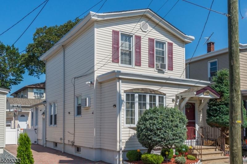 Single Family Homes för Försäljning vid Carlstadt, New Jersey 07072 Förenta staterna