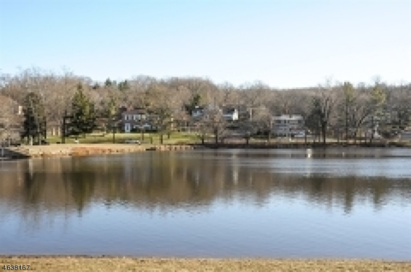 Additional photo for property listing at 2 Schmidt Circle  Watchung, Nueva Jersey 07069 Estados Unidos
