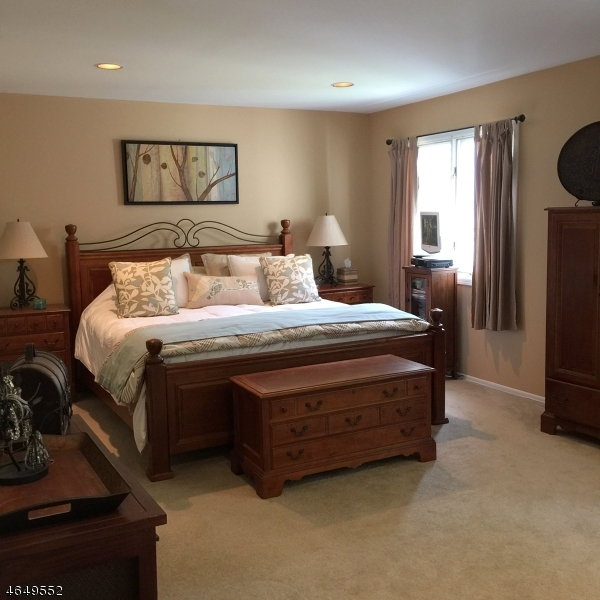 Additional photo for property listing at 76 Averell Drive  Morris Plains, New Jersey 07950 États-Unis