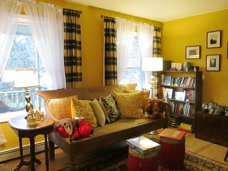 Additional photo for property listing at 5 Cozy Lane  Califon, New Jersey 07830 États-Unis