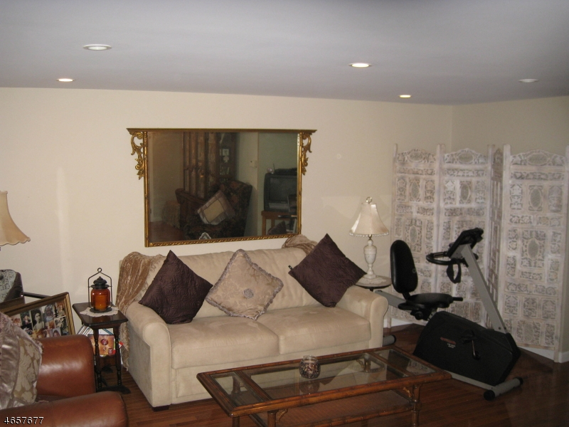 Additional photo for property listing at 181 Long Hill Rd 8-9  Little Falls, New Jersey 07424 États-Unis