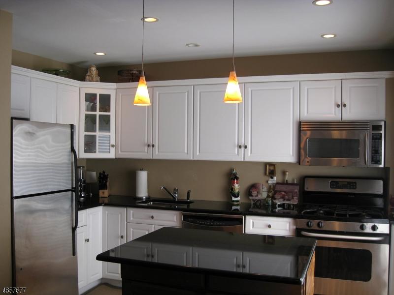 Частный односемейный дом для того Продажа на 181 Long Hill Rd 8-9 Little Falls, Нью-Джерси 07424 Соединенные Штаты