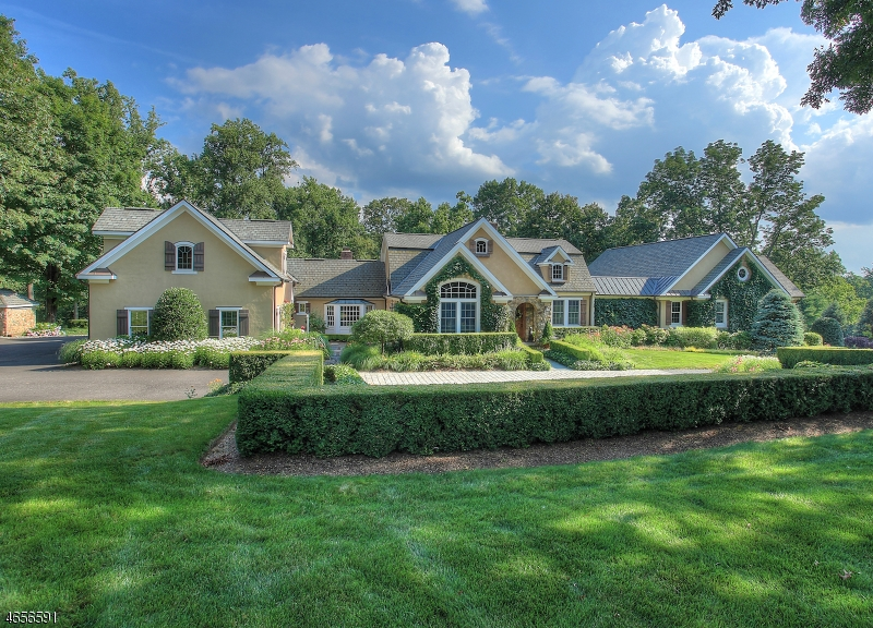 Single Family Home for Sale at 80 Peachcroft Drive Bernardsville, 07924 United States