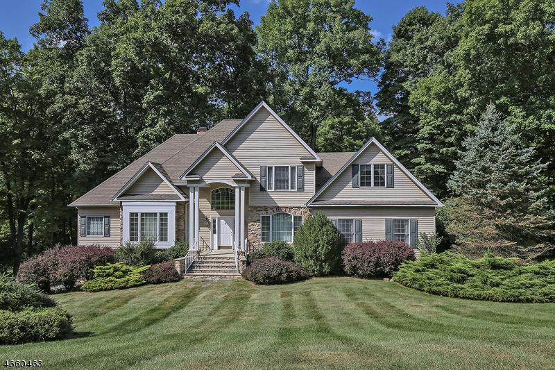 Частный односемейный дом для того Продажа на 2 Hidden Valley Road Andover, 07860 Соединенные Штаты