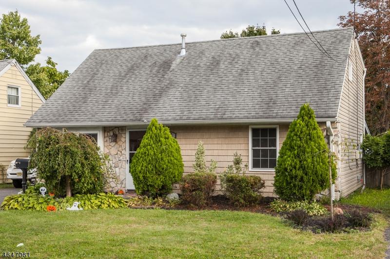 Casa Unifamiliar por un Venta en 18 MEADOW Drive Totowa Boro, Nueva Jersey 07512 Estados Unidos