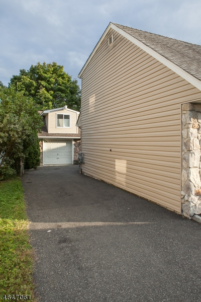 Additional photo for property listing at 18 MEADOW Drive  Totowa Boro, 新泽西州 07512 美国