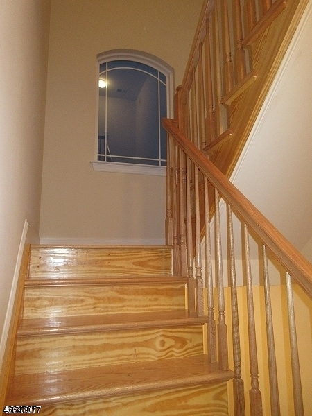 Additional photo for property listing at 1030 Bond Street  Elizabeth, Нью-Джерси 07201 Соединенные Штаты
