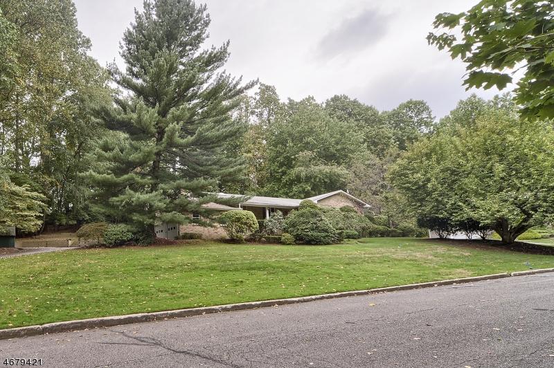 Частный односемейный дом для того Продажа на 2 Stag Hill Road Montvale, 07645 Соединенные Штаты