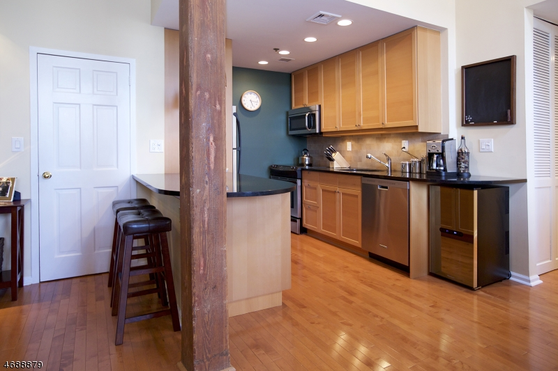 Частный односемейный дом для того Продажа на 220 Main St, UNIT 303 Little Falls, 07424 Соединенные Штаты