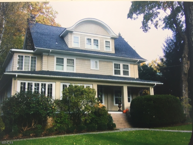 Maison unifamiliale pour l Vente à 29 OAK Lane Mountain Lakes, New Jersey 07046 États-Unis