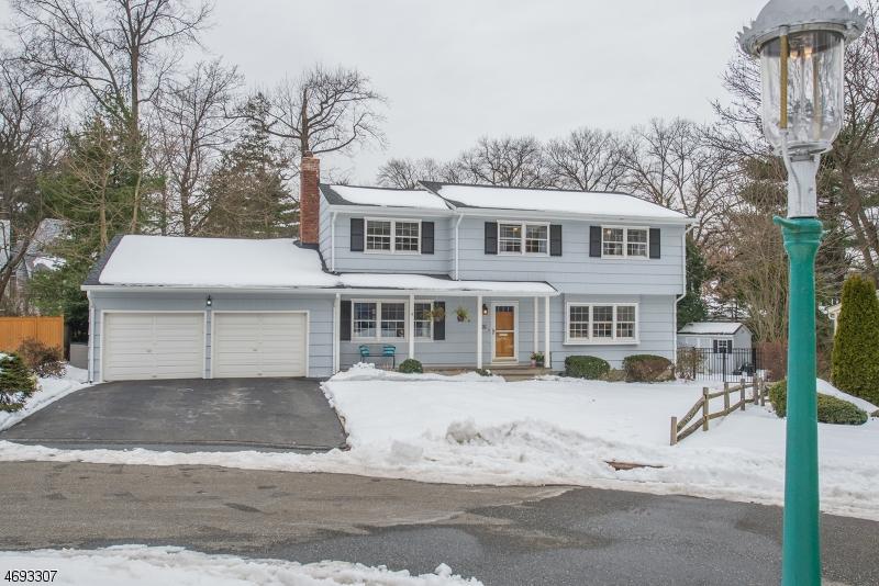 Maison unifamiliale pour l Vente à 16 Evergreen Court Glen Ridge, New Jersey 07028 États-Unis