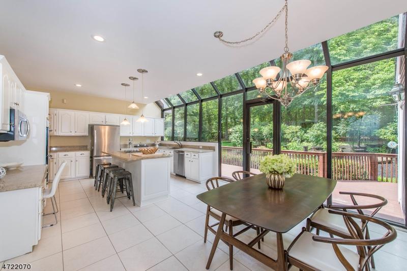 Частный односемейный дом для того Продажа на 215 Old Beach Glen Road Rockaway, Нью-Джерси 07005 Соединенные Штаты