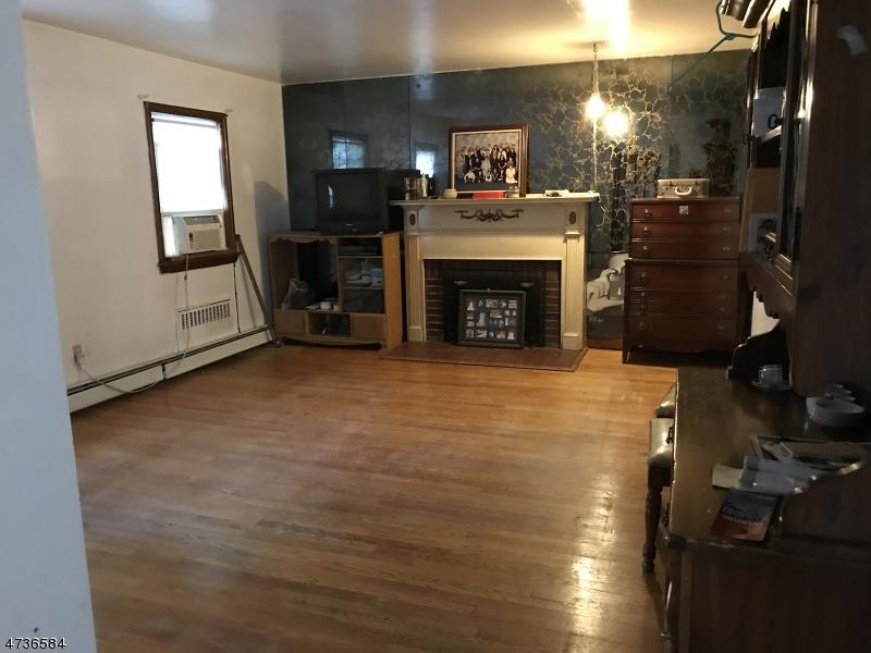 Casa Unifamiliar por un Alquiler en 31-33 HILTON Street Belleville, Nueva Jersey 07109 Estados Unidos