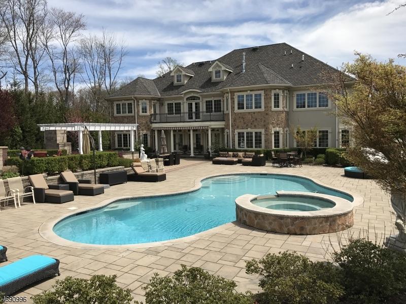 独户住宅 为 销售 在 81 Force Hill Road 利文斯顿, 07039 美国
