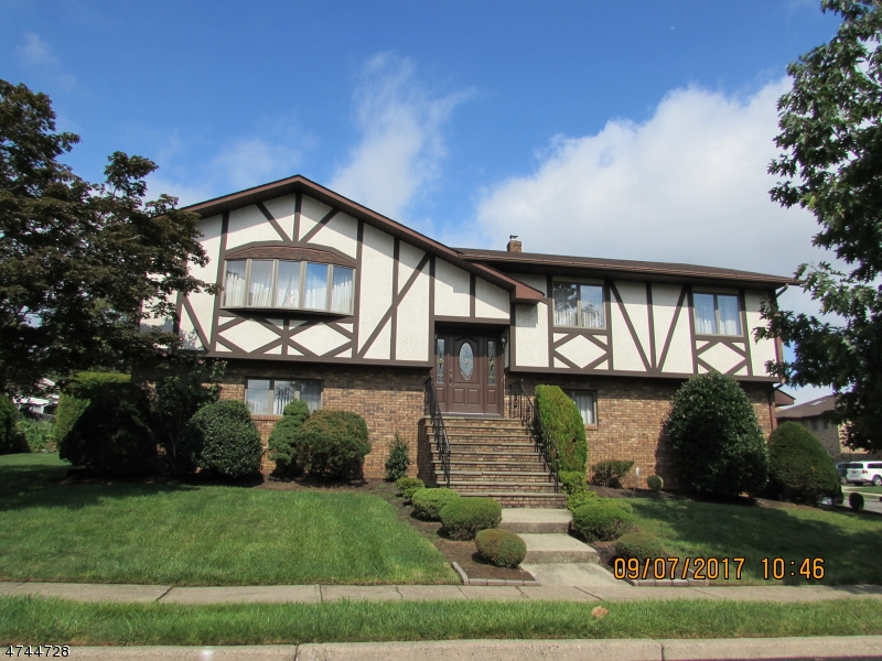 واحد منزل الأسرة للـ Sale في 3 Jani Court 3 Jani Court Clifton, New Jersey 07013 United States