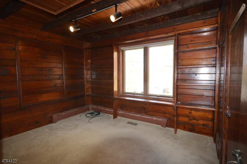 Additional photo for property listing at 34 Crestwood Trail  Sparta, New Jersey 07871 United States