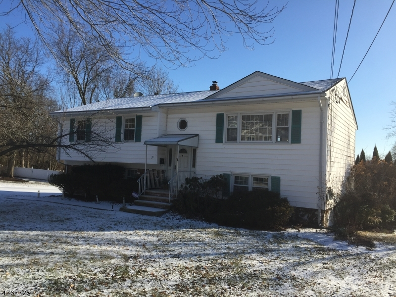 Maison unifamiliale pour l à louer à 39 Clifford Drive Wayne, New Jersey 07470 États-Unis