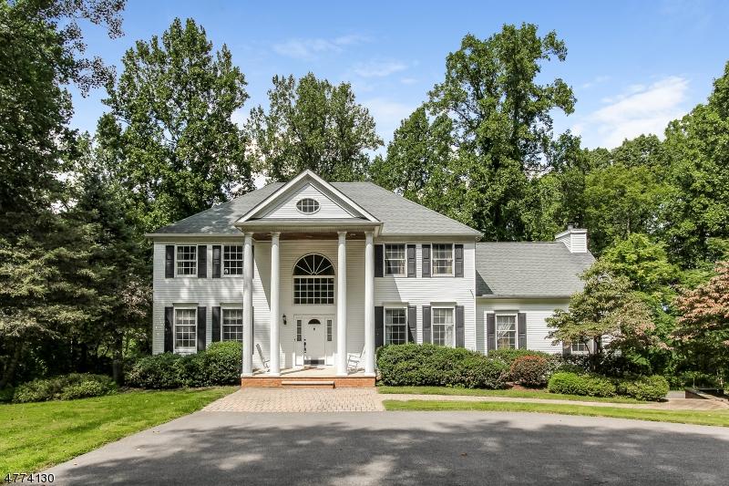 Maison unifamiliale pour l Vente à 14 Crabapple Cv Hampton, New Jersey 08827 États-Unis