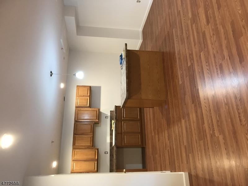 Casa Unifamiliar por un Alquiler en 15 Kent Pl, Unit 3 Pequannock, Nueva Jersey 07444 Estados Unidos