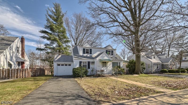 واحد منزل الأسرة للـ Sale في 47 Grove Street 47 Grove Street Clifton, New Jersey 07013 United States
