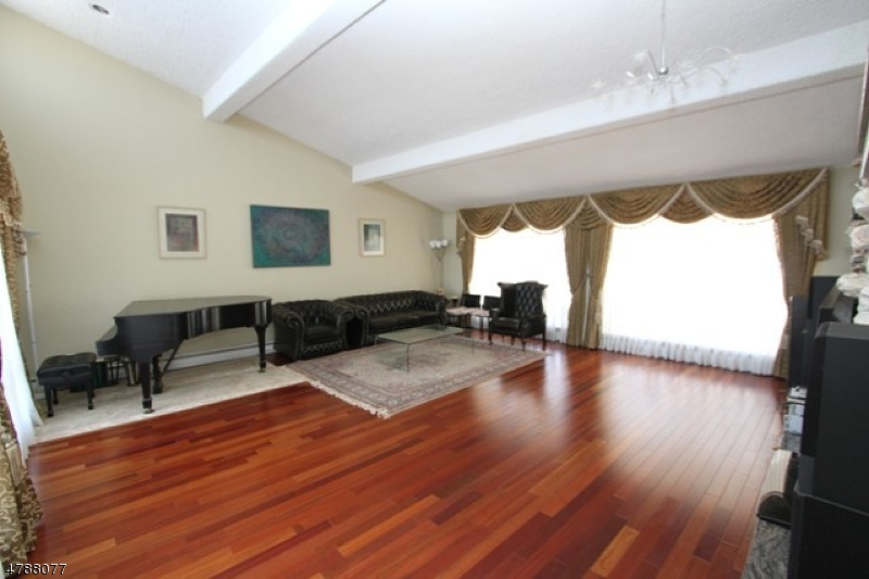 Casa Unifamiliar por un Venta en 48 Emeline Drive Hawthorne, Nueva Jersey 07506 Estados Unidos