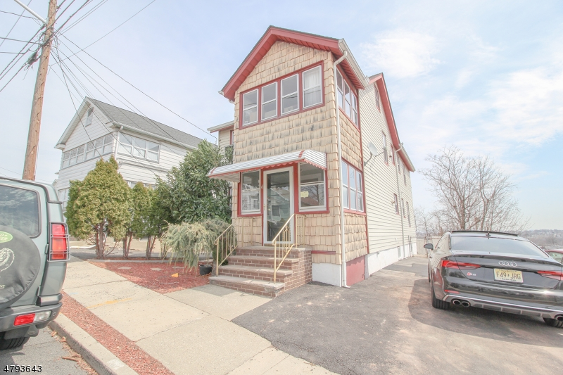 Casa Unifamiliar por un Alquiler en 6 Witherspoon Street Nutley, Nueva Jersey 07110 Estados Unidos