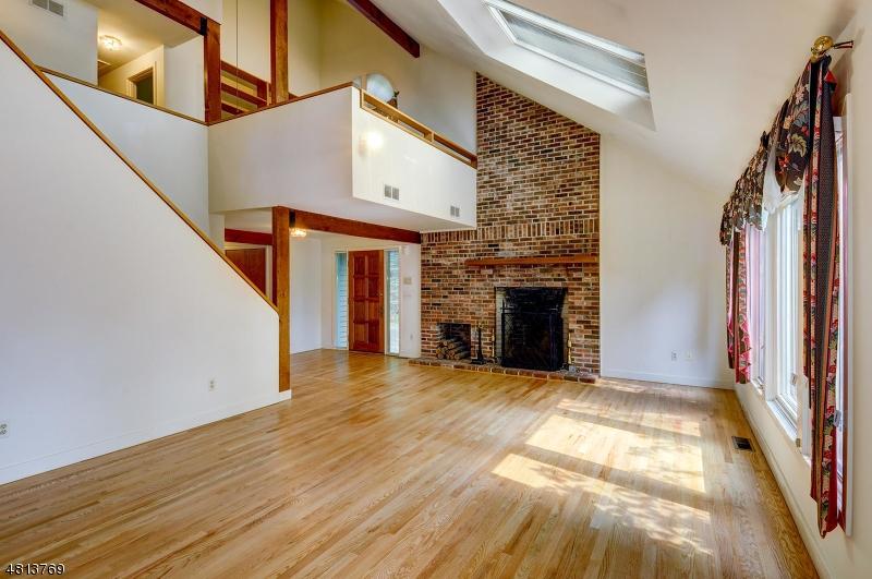 Maison unifamiliale pour l Vente à 1537 Washington Valley Road Bridgewater, New Jersey 08807 États-Unis