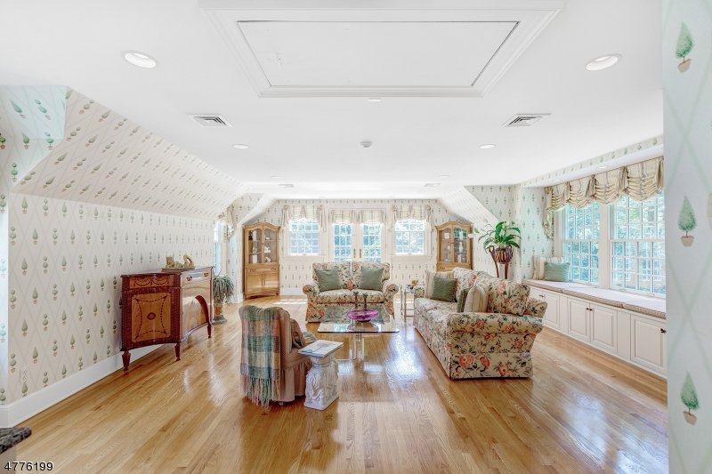 Additional photo for property listing at 6 Kimball Cir 6 Kimball Cir Westfield, New Jersey 07090 United States