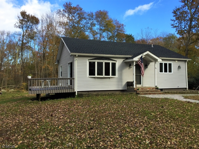 Property 为 销售 在 24 Shadyside Road 西米尔福德, 新泽西州 07421 美国