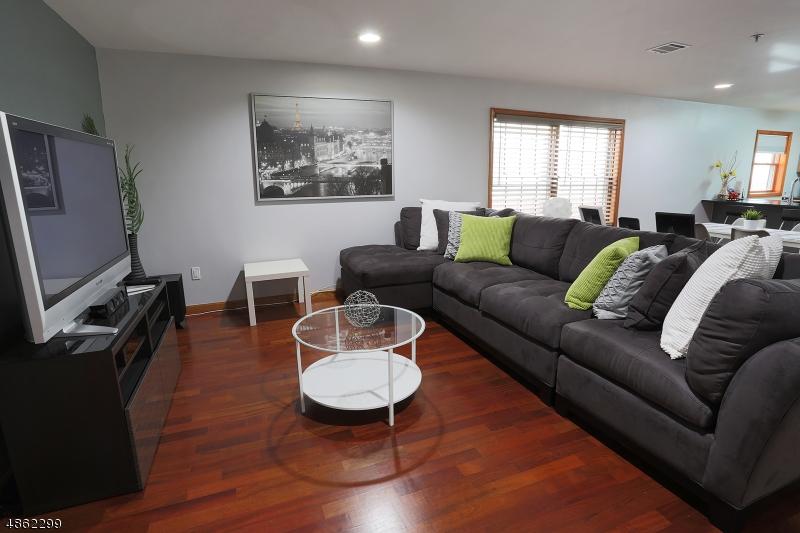 Кондо / дом для того Продажа на Union, Нью-Джерси 07087 Соединенные Штаты