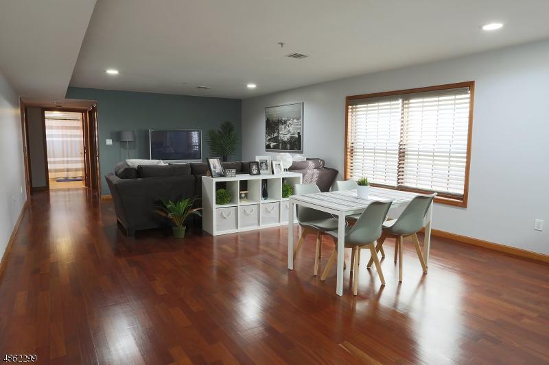 公寓 / 联排别墅 为 销售 在 209 40TH Street Union, 新泽西州 07087 美国