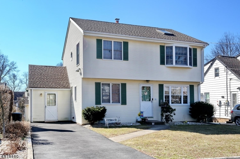 Single Family Home for Sale at 25 Sherwood Rd 25 Sherwood Rd Dumont, New Jersey 07628 United States