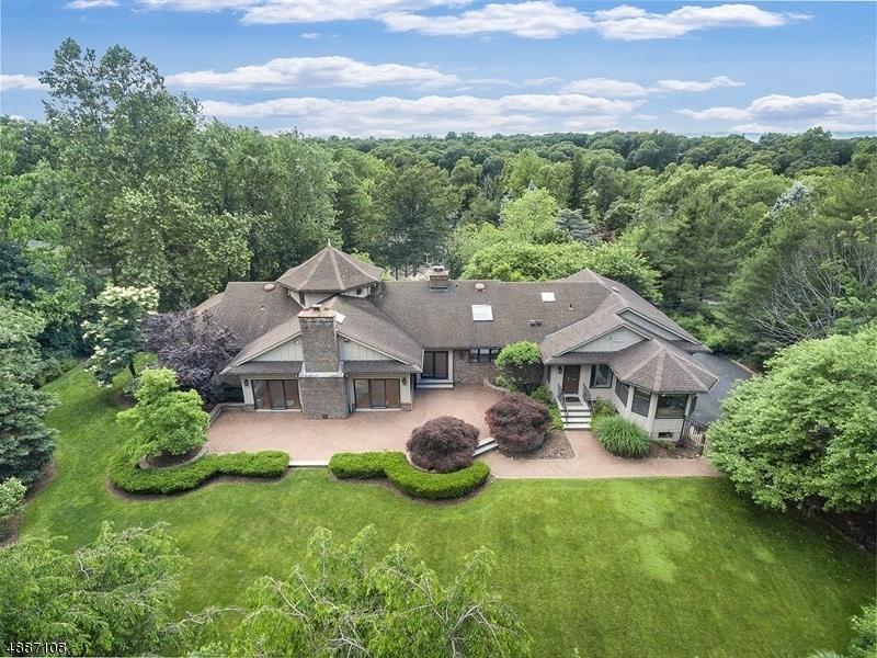独户住宅 为 销售 在 31 AVON Drive Essex Fells, 新泽西州 07021 美国