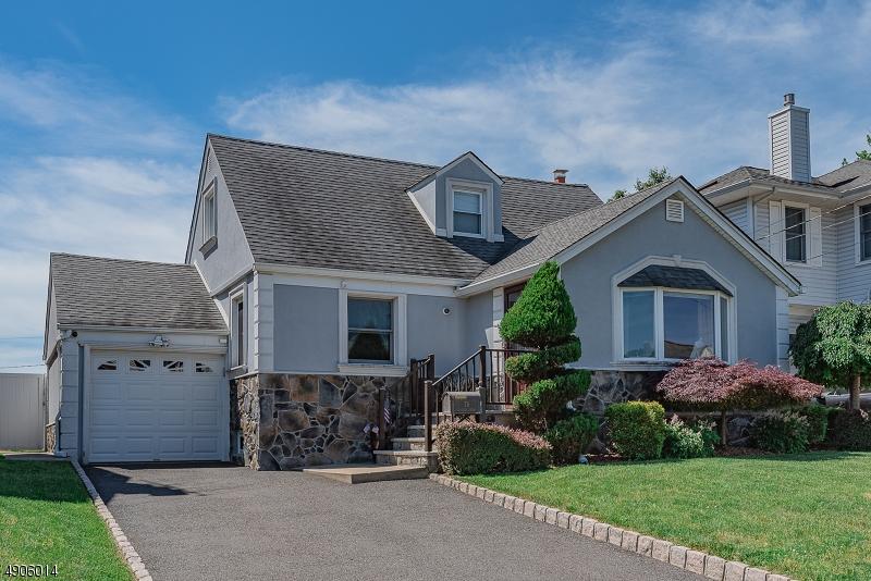 single family homes для того Продажа на Elmwood Park, Нью-Джерси 07407 Соединенные Штаты
