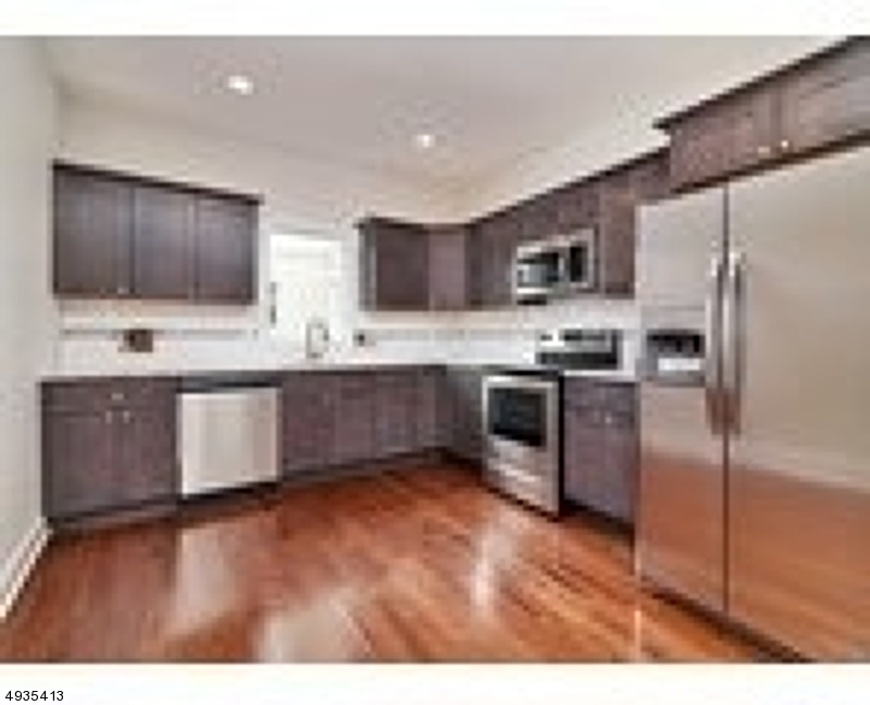 Additional photo for property listing at  Hackensack, New Jersey 07601 États-Unis