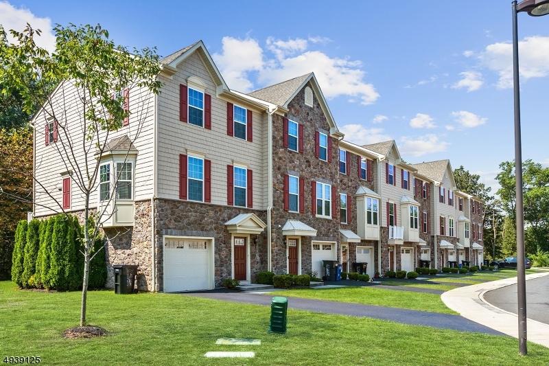Condo / Radhus för Försäljning vid Aberdeen, New Jersey 07721 Förenta staterna
