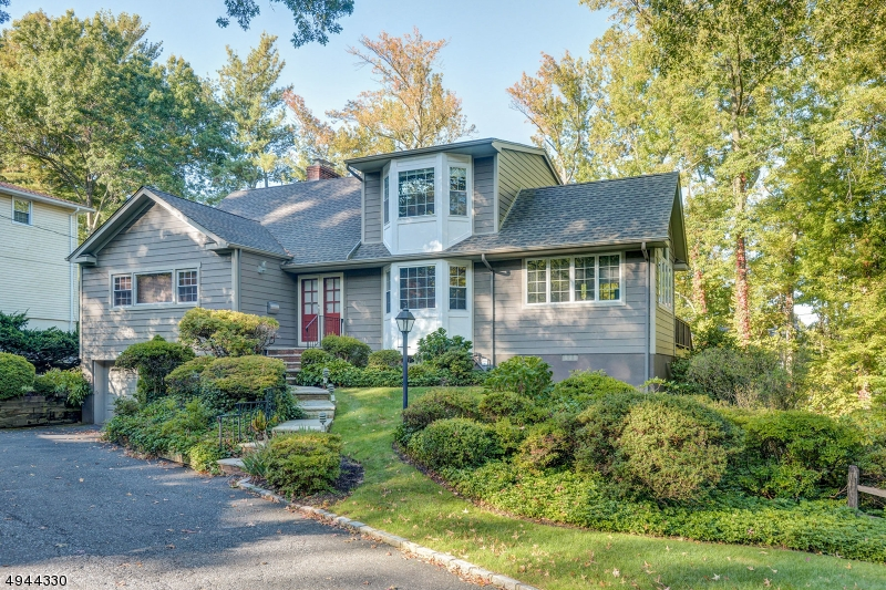 Single Family Homes für Verkauf beim New Providence, New Jersey 07901 Vereinigte Staaten
