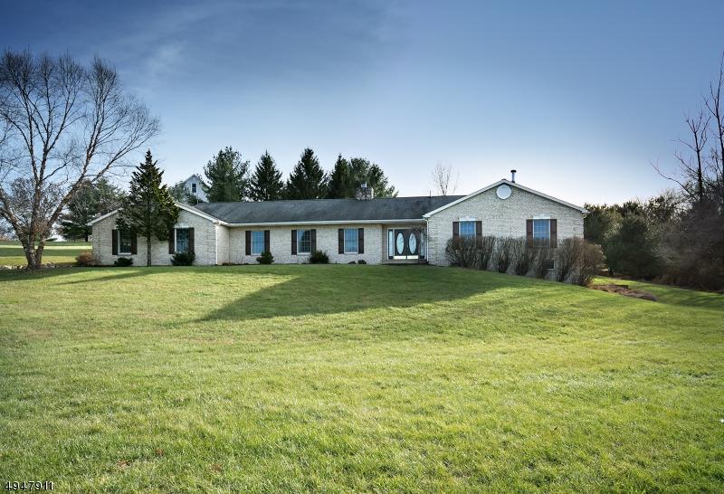 Single Family Homes pour l Vente à Holland Township, New Jersey 08848 États-Unis