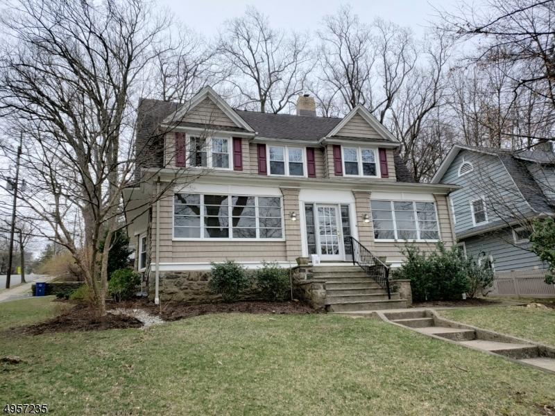 Single Family Homes vì Bán tại Address Not Available Caldwell, New Jersey 07006 Hoa Kỳ