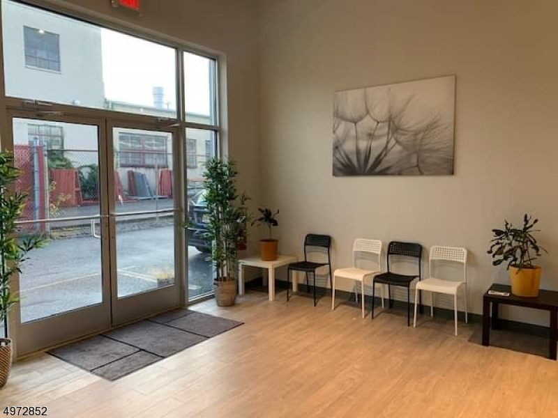 Property のために 賃貸 アット Cedar Grove, ニュージャージー 07009 アメリカ