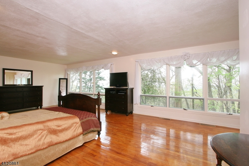 Additional photo for property listing at 765 Weemac Road  Martinsville, New Jersey 08836 États-Unis