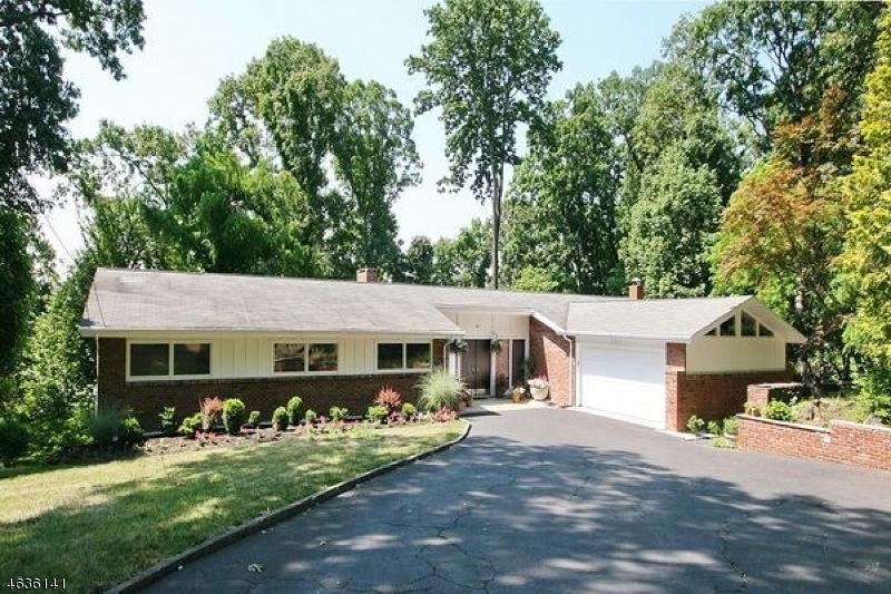 Maison unifamiliale pour l Vente à 765 Weemac Road Martinsville, New Jersey 08836 États-Unis