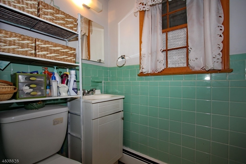 Additional photo for property listing at 3 Bubbling Brook Road  Butler, 新泽西州 07405 美国
