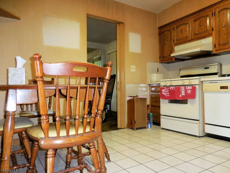Additional photo for property listing at 46 Anderson Drive  Clifton, New Jersey 07013 États-Unis