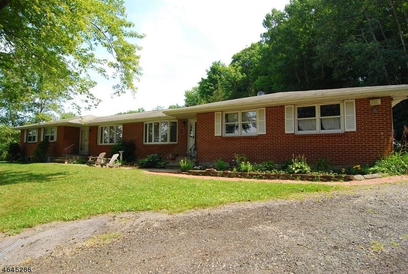 Частный односемейный дом для того Аренда на 56 KASPER Road Hackettstown, Нью-Джерси 07840 Соединенные Штаты